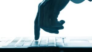 Junto con Access Now y otras organizaciones internacionales pedimos a la Comisión Europea que regula la competencia que evite monopolios de las grandes plataformas digitales